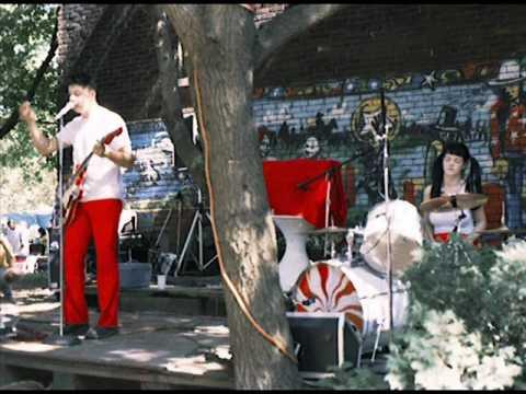 Tekst piosenki The White Stripes - Little Red Book po polsku