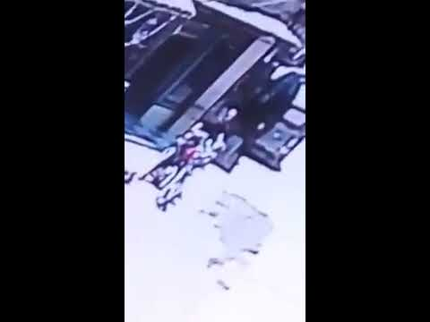 شاهد بالفيديو خطف حقيبه بها ١٠٠ الف جنيه من سيده بالبدرشين