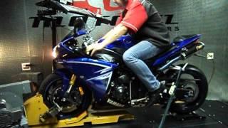 4. Yamaha YZF R1 2010 Azul Motonil