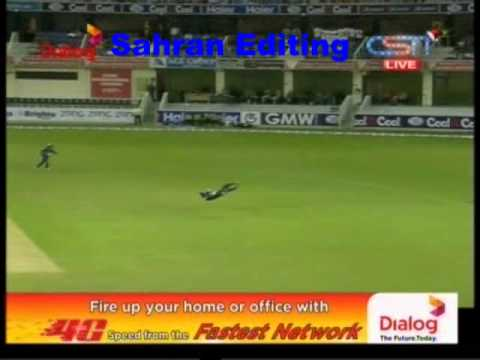 Dilshan smashes three boundaries off Fidel Edwards at BPL