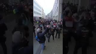 Niemcy – protesty przeciwko rządowi i restrykcjom covidowym