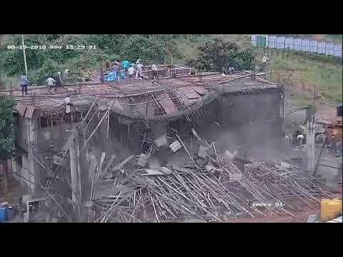 Sập mái nhà bất ngờ khiến nhiều người thương vong