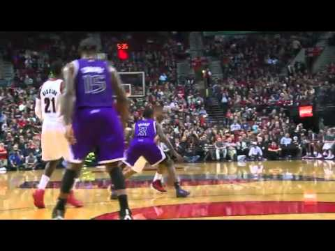 Damian Lillard dunks on the Kings