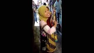 Pengamen Suara Merdu Nyanyiin Lagu Secawan Madu Video