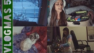 HOLIDAY GIVEAWAY, APARTMENT UPDATE & SNOW! // Vlogmas Day 5 (12.9.17) by Silenced Hippie