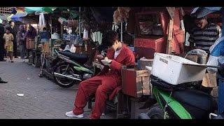 Yesung Suju Nikmati Mi Ayam Jalanan Jakarta