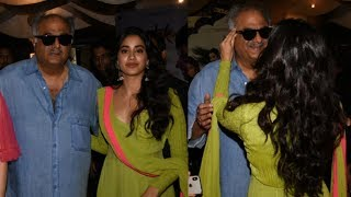 Video Sridevi's Daughter Jhanvi Kapoor Gets Emotional With Dad Boney Kapoor At Dhadak Trailer Launch MP3, 3GP, MP4, WEBM, AVI, FLV Agustus 2018