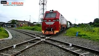Video Kereta api Luar Biasa Merah [1/2] MP3, 3GP, MP4, WEBM, AVI, FLV September 2018
