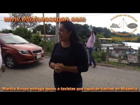 Martha Arroyo entrega apoyo a taxistas que tapaban baches en Misantla