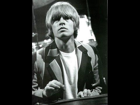 Det var el voldsom provokation der i starten af 1960erne, da jeg lod mit hår vokse ud over ørerne. Jeg blev forfulgt og truet med at blive klippet. I København var der mange flere langhårede og det var rart at være der og høre mere til.