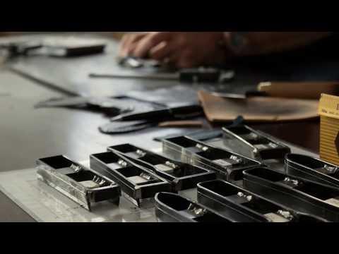 熟練の職人が腕時計の革バンドを完成させるまで