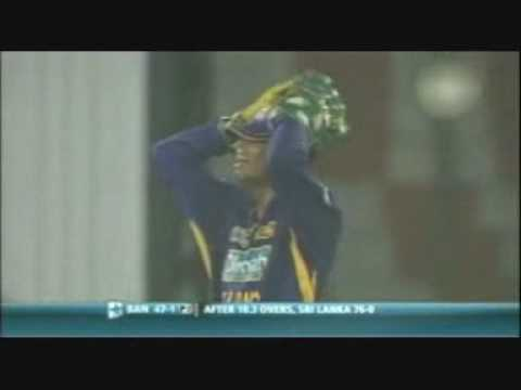 Funny: Dilshan learns Gravity!