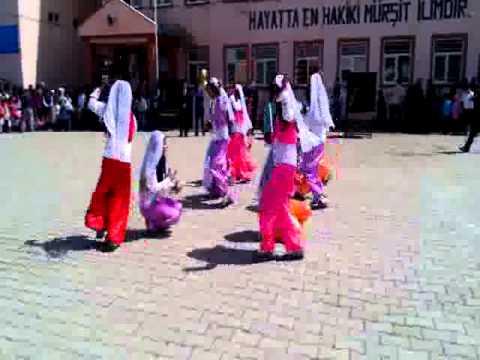 23 Nisan Kesik Çayır Halk oyunu Gösterisi