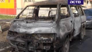 В Южно-Сахалинске подожгли старенький микроавтобус «Тойота Лит Айс»