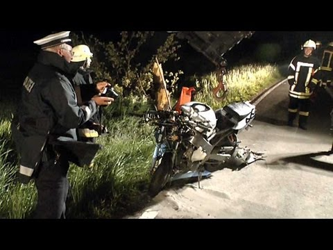 Immighausen: Motorrad gegen Baum: Fahrer tot