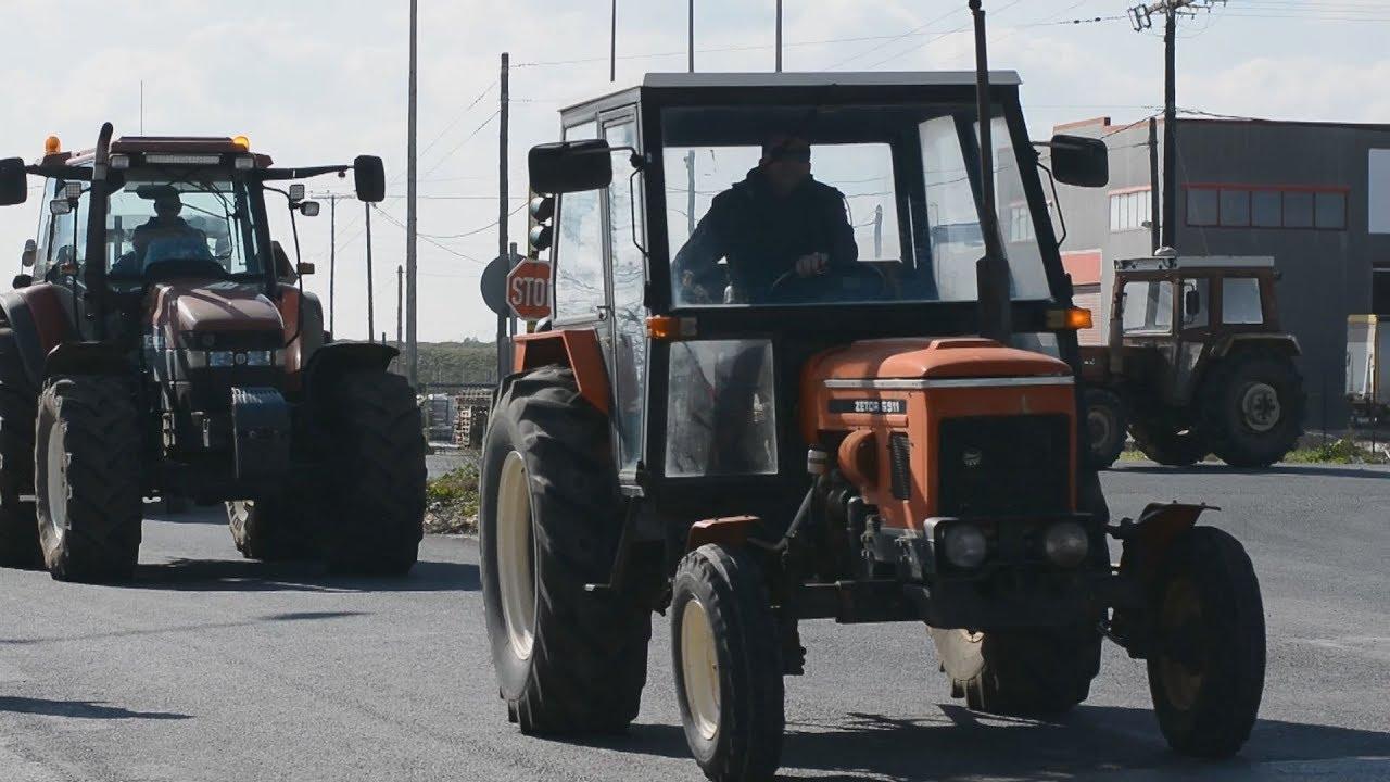 Mπλόκο των αγροτών στον κόμβο Πλατυκάμπου στη Λάρισα