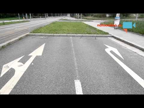 Silnice v Praze končí v trávě