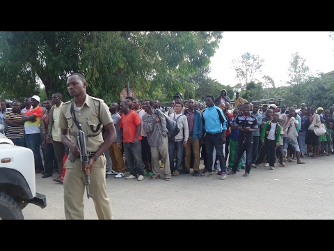 Video FULL VIDEO MAJAMBAZI YA VAMIA NMB BANK MBEYA NAKUUAWA NA POLISI mp4 download in MP3, 3GP, MP4, WEBM, AVI, FLV January 2017