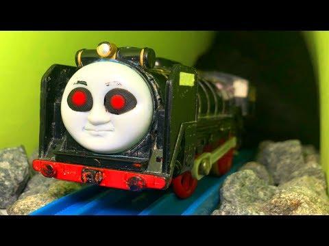 きかんしゃトーマスプラレール おばけ電車 ヒロがトンネル線路 …