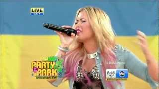 Demi Lovato vídeo clipe Skyscraper (GMA Summer Concert Series) (Live)