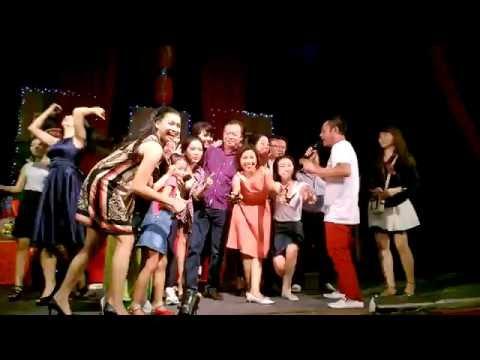 Nghệ sĩ hài Tấn Beo hát vợ người Ta trong giỗ tổ sân khấu 2016