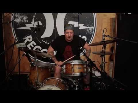 SJC Custom Drums interviews Tré Cool in new video