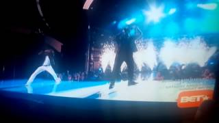 Medley of R Kelly songs performed on the Awards