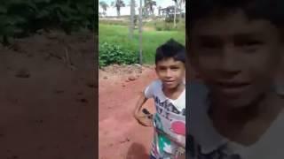 Esse vídeo ,eu recebi em um grupo de whatsap, e só sei que o nome dele é PEPINO , ou apelido.