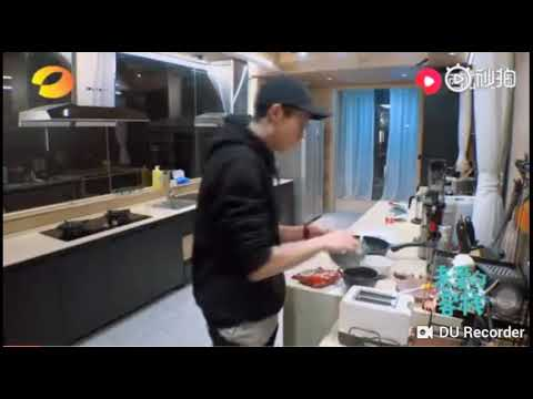 Didi Cook A Food For 3 Wuyi And Kido And Him