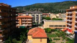 Liguria, mar Mediterráneo, verano, pueblitos como Cervo, su iglesia, un balcón al mar..... Andora, zona de veraneo del norte...