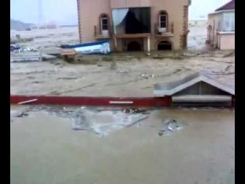 كارثه جدة سيول جده فيضانات حي الصواعد1430 .flv