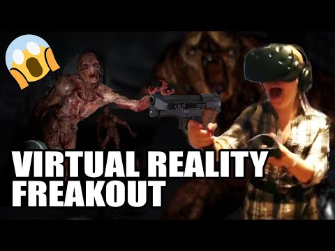 她人生第一次戴上虛擬實境裝置體驗超恐怖射擊遊戲,看到她全程過度激烈反應大家都超想嘗試了 !