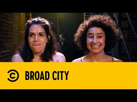 Breaking Into the Show On Mollies | Broad City