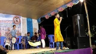 A popular song singing by sourav rajput on kolkta ....