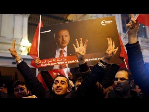 Τουρκία: Διαδηλώσεις και αντίποινα κατά της Ολλανδίας