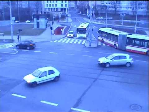 VAN HOOL  AGG300 - nehoda v Praze - Veleslavín II