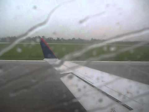 CRJ-200 Departing Springfield Missouri before a storm