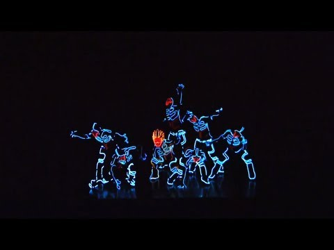 video que muestra un baile de hip hop en honor a Tron