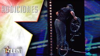 ¡Menudo equilibrio! Iñigo y su bici