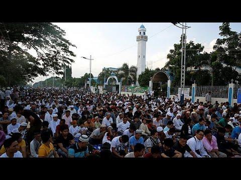 Οι μουσουλμάνοι γιορτάζουν το Εΐντ αλ-φιτρ