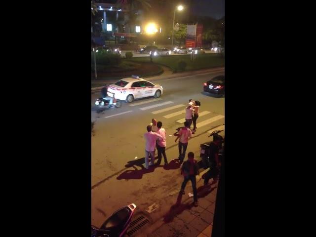 Các thanh niên manh động tại Bar - GM 128 Trần Duy Hưng Hà Nội ngày 17/9/2013