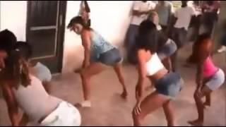 Meninas dançado a musica de game of thrones em versao funk.