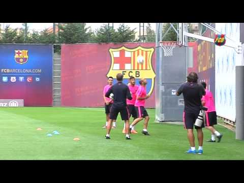 Messi'' - Leo Messi, Neymar Jr and Javier Mascherano show off their skills in training, as they try and score a basket with their heads. How does it finish? Leo Messi, Neymar Jr y...