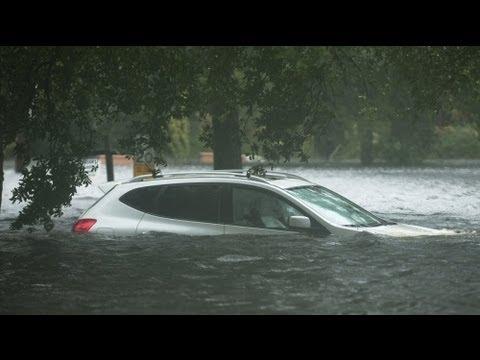 الاعصار اسحق يتحول عاصفة مجددا وأمطار غزيرة تنهمر على لويزيانا - فيديو