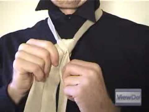 ViewDo: How to Tie a Tie (Double Windsor) Video
