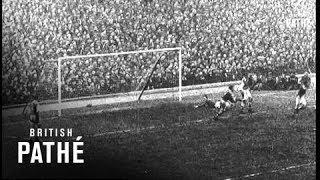 Highbury, London. CU. Football. Start of the FA (Football Association) Cup match between Arsenal and Birmingham City. LV.
