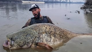UNBELIEVABLE FISHERMAN  VS CATFISH 8.7 FEET X 275 POUND RIVER MONSTER - HD by YURI GRISENDI