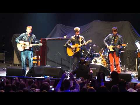 0 Damon Albarn y Noel Gallagher cantan juntos