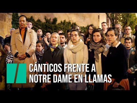 Οι Γάλλοι τραγουδούν Ave Maria για την Παναγία των Παρισίων