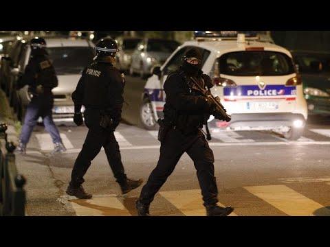 Η πανδημία έφερε και βία στα φτωχά προάστια του Παρισιού   …